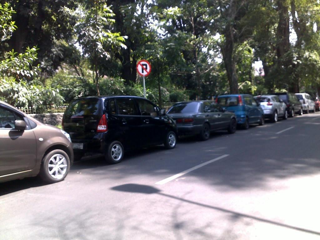 pelanggar-rambu-dilarang-parkir-sumber-rinaldimunir